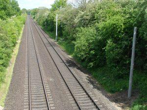 Elektrifizierung der Bahnlinie im Jahr 2007 - die Masten werden gesetzt