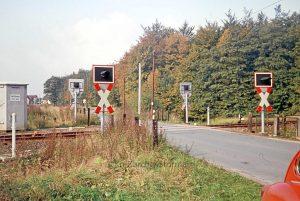 Der Bahnübergang mit Blinklichtanlage - 1974 - Foto Kreisarchiv Stormarn Schwerdtfeger