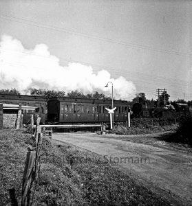 Bahnübergang Posten 61 ca. 1951 mit Dampflokomotive - (c) Kreisarchiv Stormarn Marfels