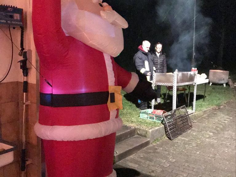 Weihnachtsmann beim Punschabend